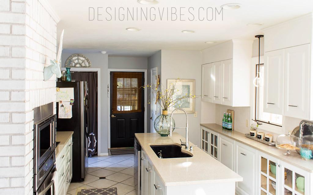 kitchen blue pic round vase watermark