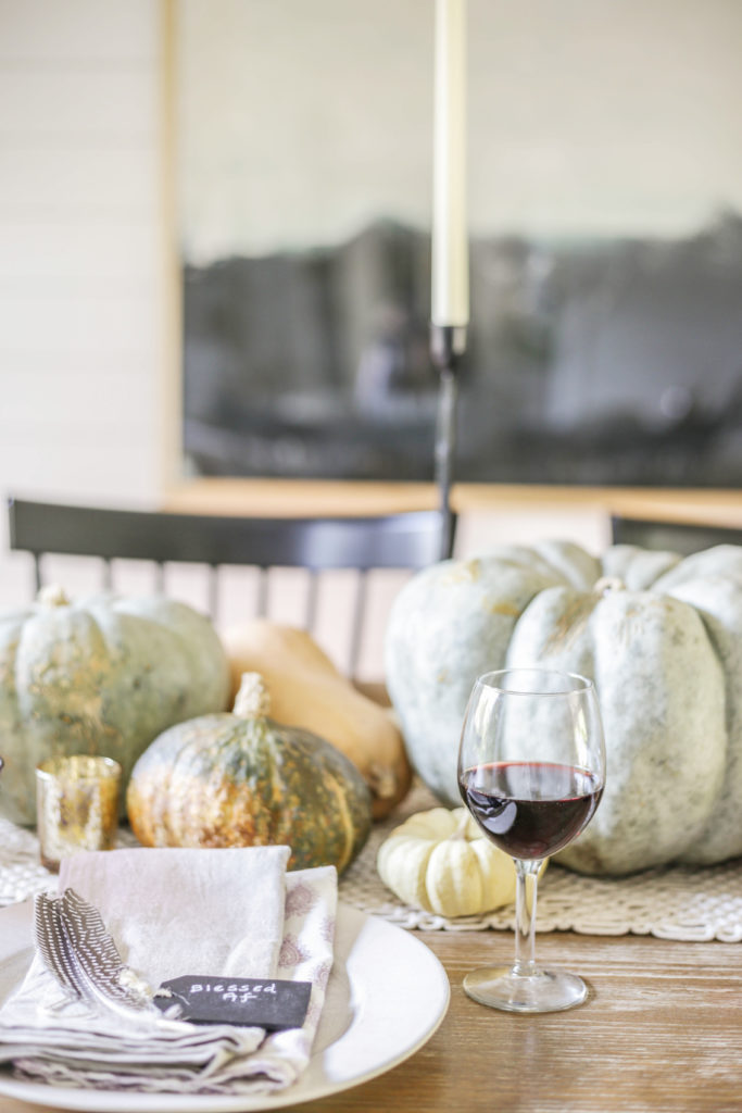 neutral farmhouse thanksgiving decor