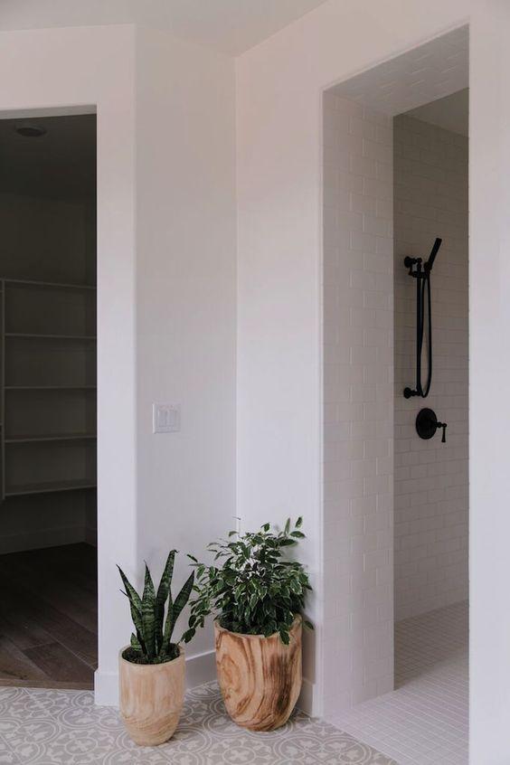 modern farmhouse bathroom ideas with black hardware