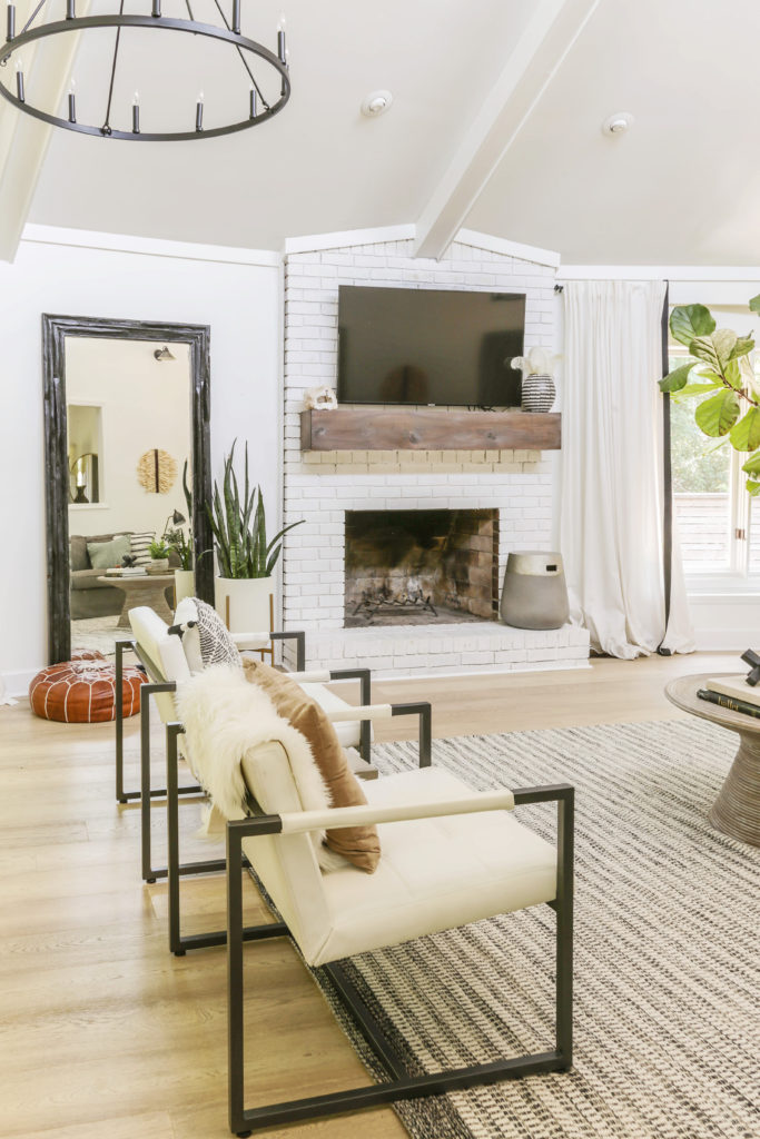 modern farmhouse living room ideas with white walls