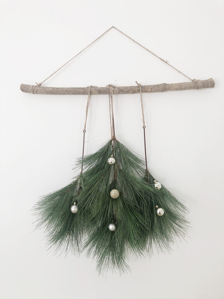 easy diy christmas wall hanging
