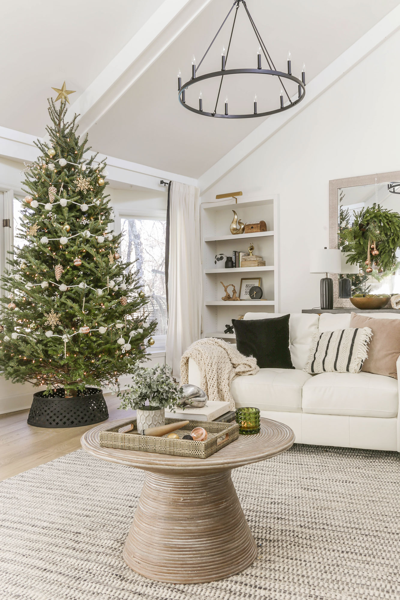A Simple And Neutral Christmas Home Tour Modern Holiday Glam Decorating