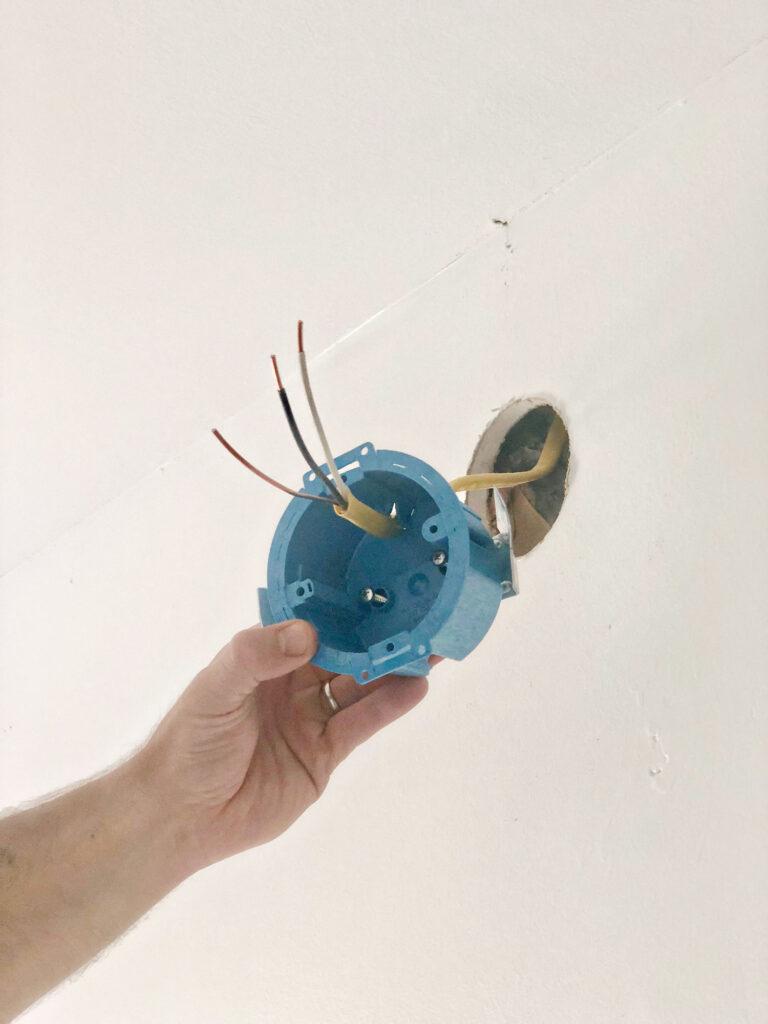comment installer un coffret électrique pour applique murale
