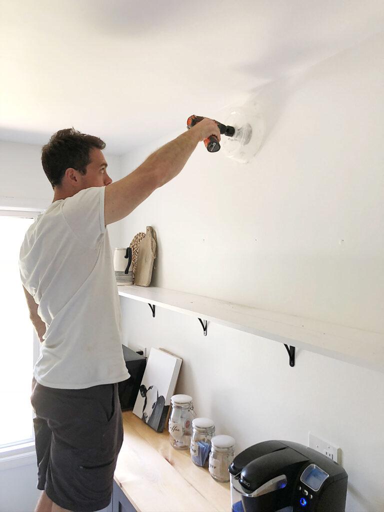 installation d'une boîte électrique pour applique murale